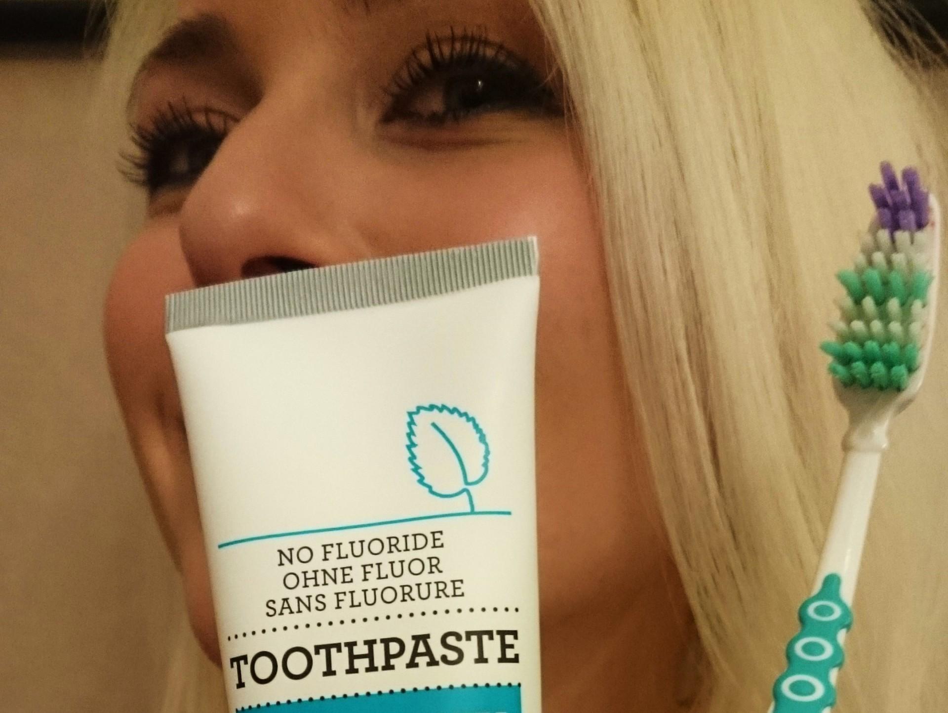 LuonnonkosmetiikkaWithDeli_Toothpaste